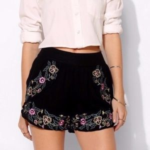 Pins & Needles Embroidered Tulip Shorts S